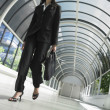 Low angle view of businesswoman walking in tunnel — Stockfoto