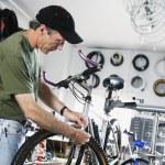 Man repairing bike in bike shop — Stock Photo
