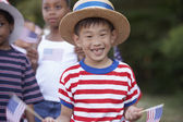 儿童在七月四日游行 — 图库照片