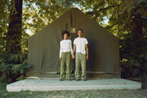 Couple standing in front of tent — Stock Photo