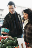 Couple shopping for produce — Stock Photo