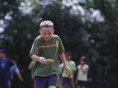 Boy carrying potato in relay race — Foto Stock