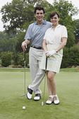 Portrait of couple on golf course — Stock Photo