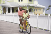 Bicicletas afroamericano par montar a caballo — Foto de Stock