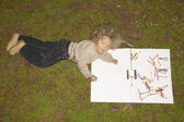 Young girl drawing outside — Stockfoto