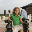 Children playing on life-size chess board — Foto Stock