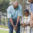 African American family playing golf — Foto Stock