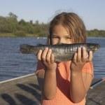 ловим рыбу ловят дети