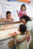 Family getting ice cream in ice cream shop — Stock Photo