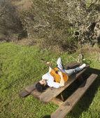 Jovem tocando guitarra — Foto Stock