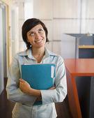 Businesswoman carrying a folder — Stock Photo