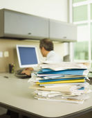 Stack of papers on businessman's desk — Stockfoto