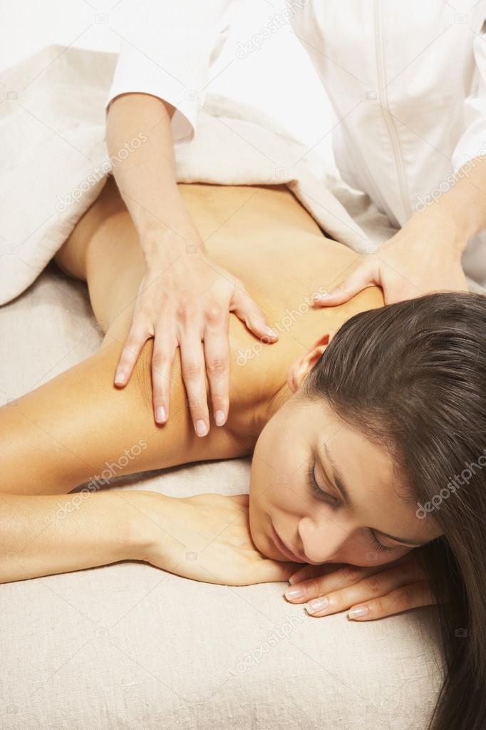 Как завести женщину массажем