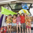 Children and beach gear in packed car — Stock Photo