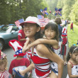 Asian mother and daughter in Fourth of July parade — Stock Photo