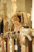 Woman shopping at boutique — Stock Photo