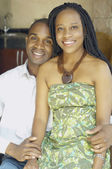 Afroamericana pareja abrazándose — Foto de Stock