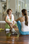 Two Hispanic women talking in health club — Stock Photo