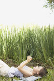 Hispanic girl lying in grass — Stock Photo