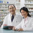 Foto Stock: Two pharmacists in pharmacy