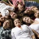 Group of Hispanic women laying on grass — Stock Photo