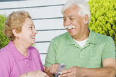 Senior Hispanic couple with cell phone — Stock Photo
