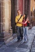 Hispanic couple walking on sidewalk — Stock Photo