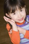 Zamknij z azjatyckimi dziewczyna uśmiechając się — Zdjęcie stockowe