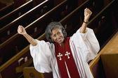 非洲裔美国女性牧师欢呼 — 图库照片