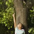 African American girl pointing at tree — Stock Photo