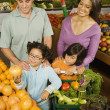 Hispanic family shopping in grocery store — 图库照片