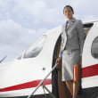 Hispanic businesswoman exiting airplane — Foto Stock