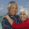 Senior Asian couple hugging — Stock fotografie
