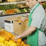 Hispanic man working in grocery store — Stock Photo