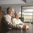 Senior Hispanic businesspeople looking at laptop — ストック写真