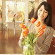 图库照片: Hispanic womarranging flowers