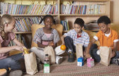 Multi-ethnic school children eating lunch — Stock Photo