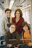Familia hispana en tren — Foto de Stock