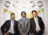 Indian businessmen in front of global map — Stockfoto
