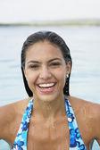 Mujer sudamericana en agua — Foto de Stock