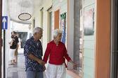 Senior Asian couple window shopping — Stock Photo