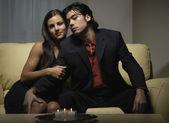 Multi-ethnischen paar in abendgarderobe — Stockfoto