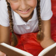 Hispanic girl reading — Stock Photo
