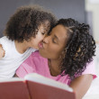 African mother and daughter kissing on cheek — Stock Photo