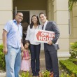 Hispanic real estate agent and African family in front of house — Stock Photo