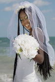 African bride holding bouquet — Stockfoto