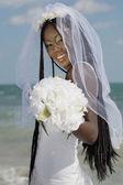 Ramo de novia africana holding — Foto de Stock