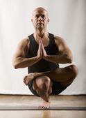 Hispanic man practicing yoga — Stock Photo
