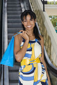 Hispanic woman holding shopping bag — Stock Photo
