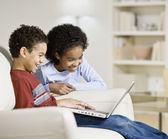 African siblings looking at laptop — Stock Photo